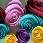 tutorial on how to make rolled flowers
