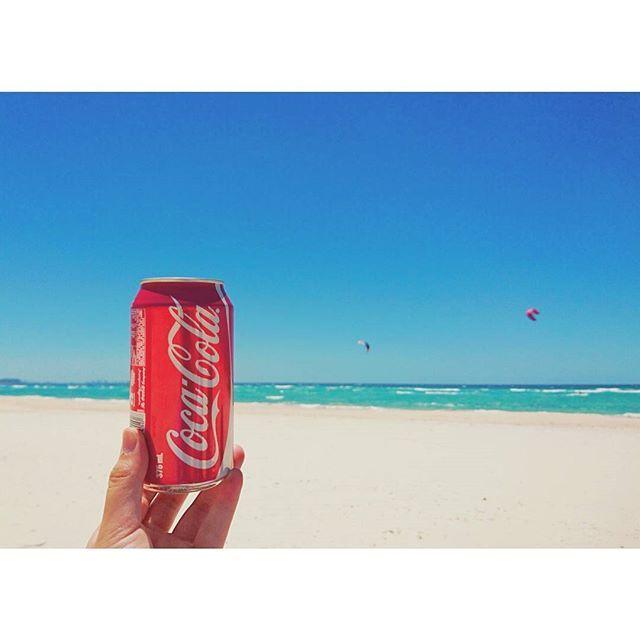 【kemy51】さんのInstagramをピンしています。 《: 0128.sat  コカ・コーラ  赤いこいつが一番好き  #cocacola#beach#sea#photo#photography#コカコーラ#コーラ#海#夏#australia#queensland#写真#写真好きな人と繋がりたい#カメラ好きな人と繋がりたい #ig_australia#ig_beach》
