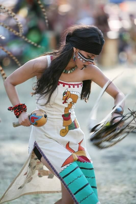 Pow wow dancer.                                                                                                                                                                                 Mehr