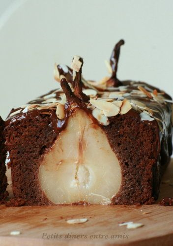 Gâteau au chocolat et poires entières