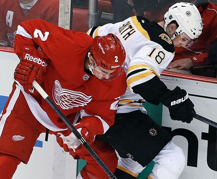 The Bruins Reilly Smith battling with his brother, Brendan Smith of the Red Wings, in Stanley Cup Playoffs.