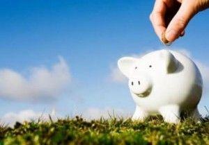 5 Cai prin care sa economisesti bani luna de luna - http://www.cristinne.ro/cum-sa-economisesti-bani/ Pe masura ce preturile cresc, iar salariile raman la nivelul anilor anteriori sau chiar scad, ajungi sa constati ca sunt zile in care ramai fara bani in portofel.  Si atunci, te intrebi cu deznadejde: ce sa fac ca sa economisesc bani?  A economisi este uneori un vis greu de realizat...
