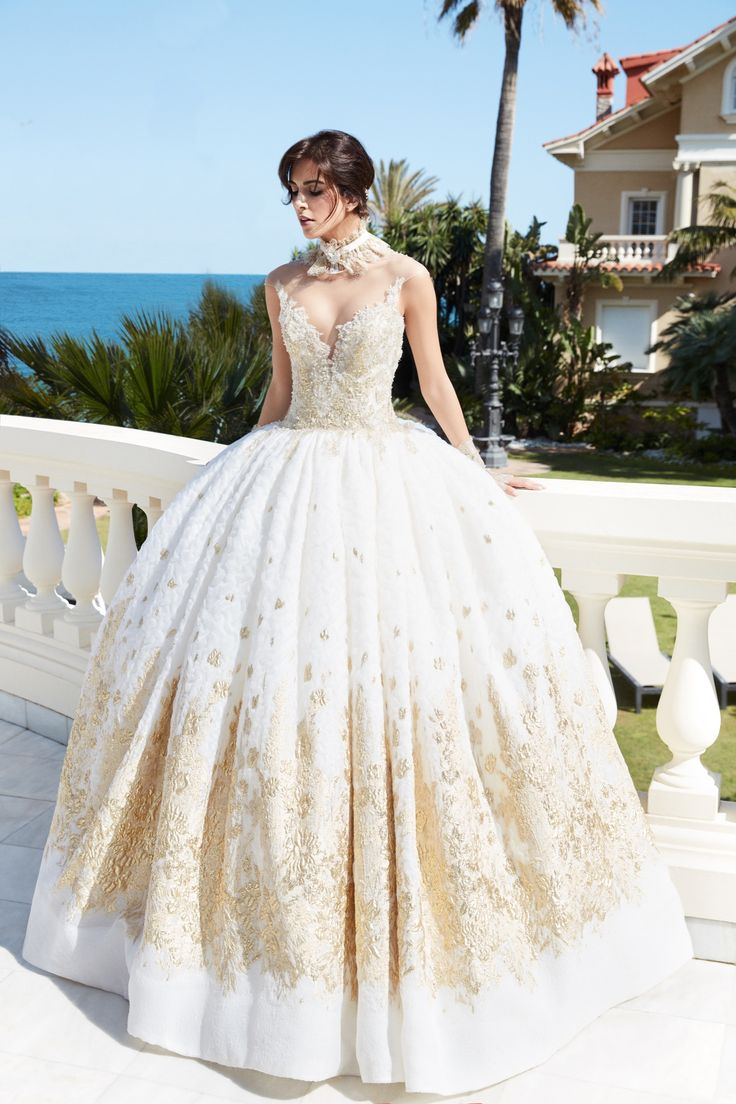 LETIZIA - Lace wedding dress ball with pretty gold decorations.
