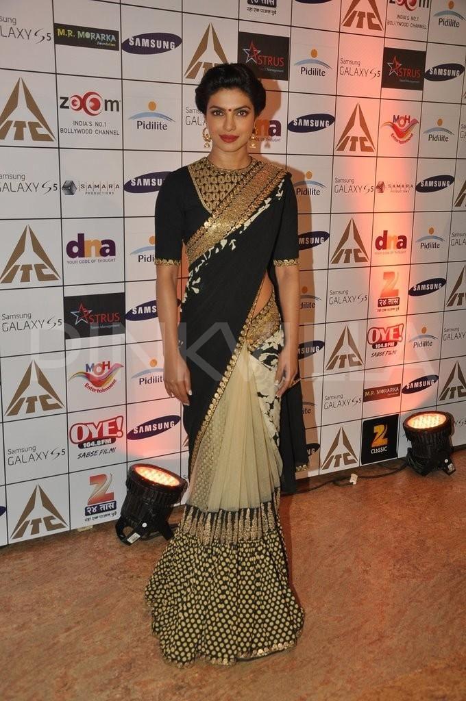 Love the saree by Sabyasachi. Priyanka can pull off any look with élan