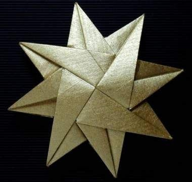 """Diagrams for this star (8-strahliger Stern) by Carmen Sprung are here:  http://www.origamiseiten.de/o_diagr.html.  Click on  """"meine Nr.1."""""""