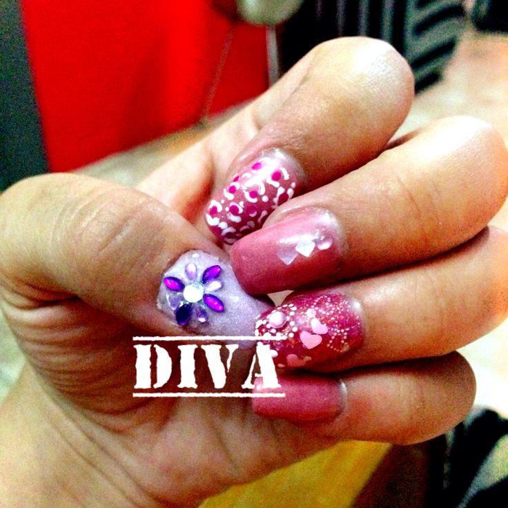 Uñas acrílicas rosa y morado cada uña diferente decorado. #Diva #Veracruz #Rosa #Morado #Piedras #Rosa