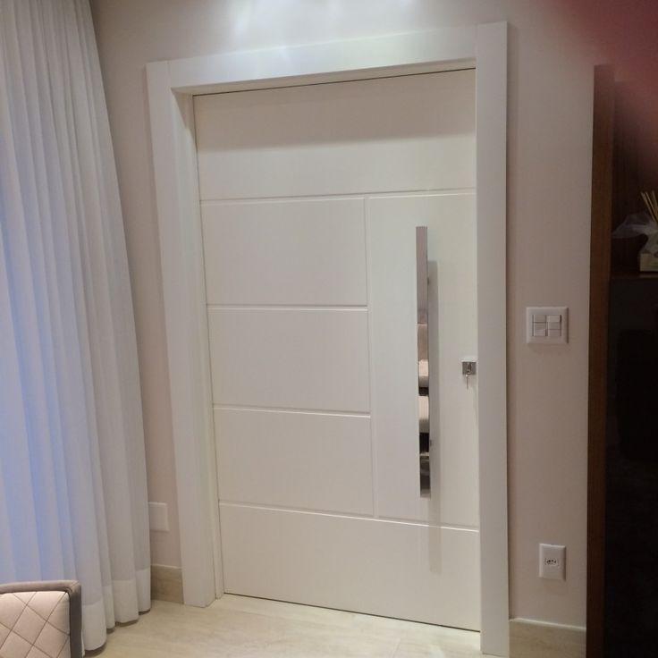 Porta pivotante reforçada com metalon de ferro no interior, pintura com laca P.U branco acetinado (Sayerlack) - Ecoville Portas Especiais