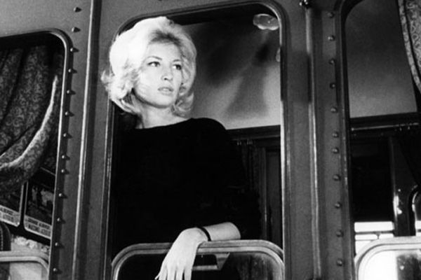 monica vitti in l'avventura (obsessed with her '60s italian movie star style! big hair! winged eyeliner! trains!)