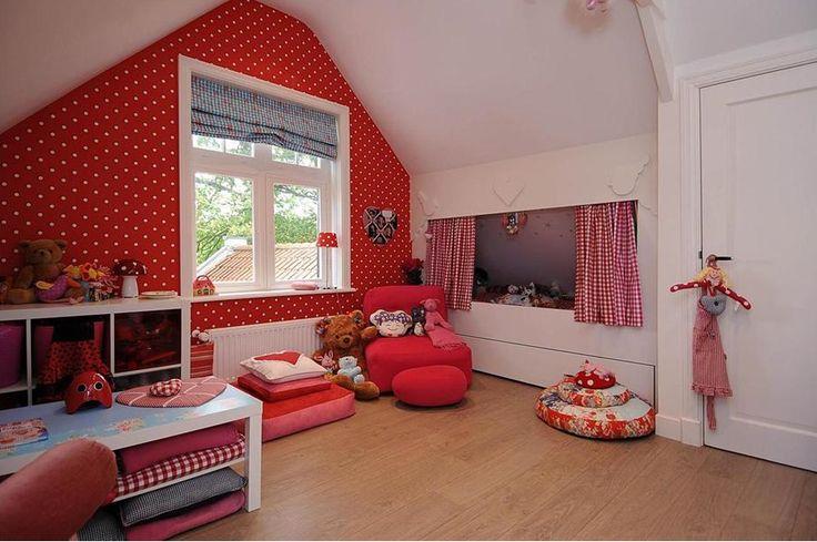 Meisjeskamer rood  Slaapkamer zolder  Pinterest  Dots, Met and ...