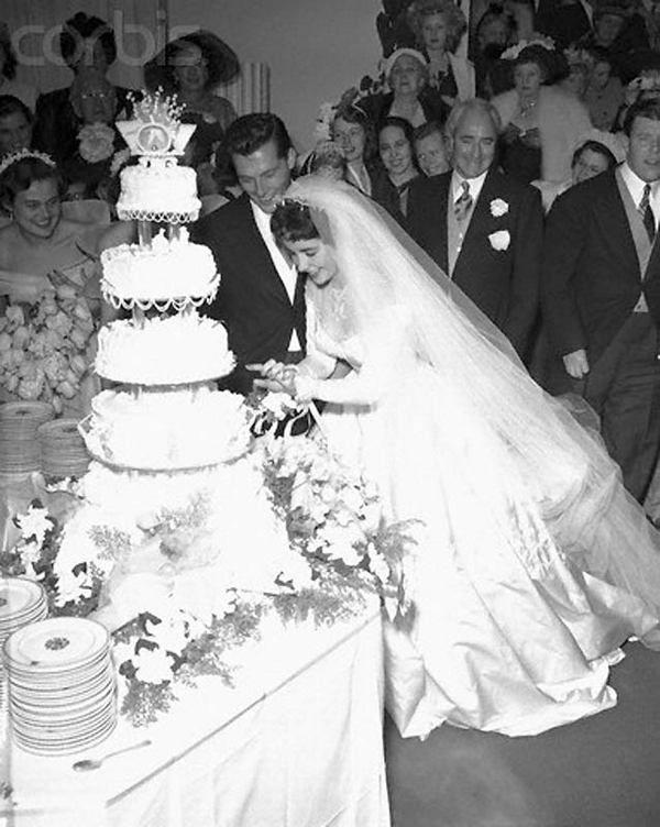 17 best images about elizabeth taylor on pinterest for Elizabeth taylor s wedding dresses