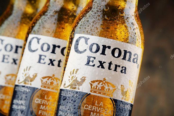 Download - Bottles of Corona Extra beer — Stock Image