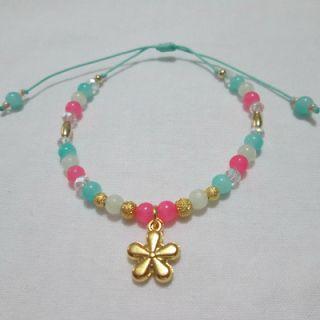 Pulsera Me quiere no me quiere Materiales: Dije y accesorios en oro golfield, perlas de vidrio, murano, mostacillas checas, hilo Valor: $8.5...