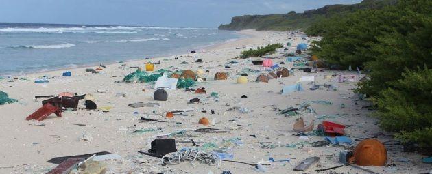 L'isola di Henderson si trova nell'Oceano Pacifico ad almeno 5.000 km da qualsiasi altra cosa. Eppure è ricoperta da tonnellate di plastica!