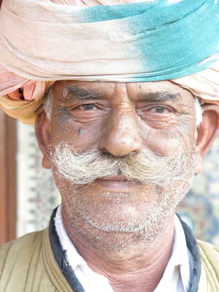 Indien au Turban, Inde #culture #tradition #Turban #Inde #voyage Fragonard PARFUMEUR