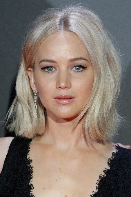 Jennifer Lawrence hair // cabelo // loiro platinado // blonde hair // long bob