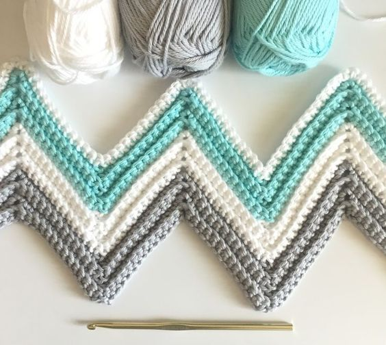 Daisy Farm Crafts: Single Crochet Chevron Blanket in Mint, Gray, and White