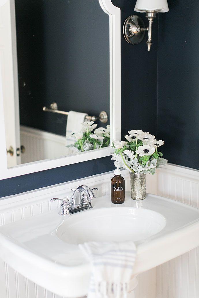 Navy & white bathroom   Image via Glitter Guide