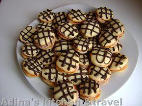 Reteta culinara Paleuri - fursecuri cu crema din categoria Prajituri. Specific Romania. Cum sa faci Paleuri - fursecuri cu crema