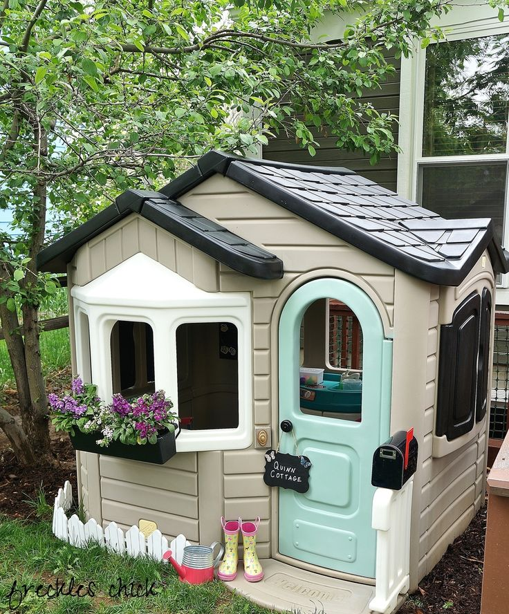 freckles chick: Playful little playhouse
