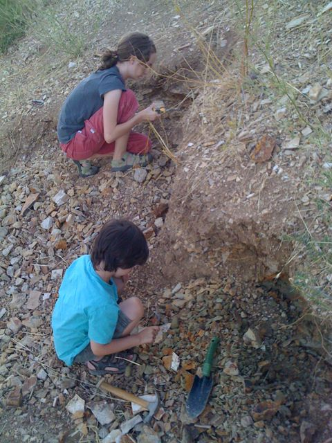 004 Digging for fossils with kids in Fossil, Oregon Road