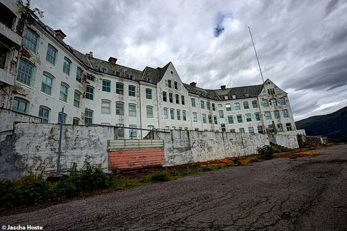 Abandoned Luster sanatorium in Norway urbex decay www.lost-in-time-ue.nl