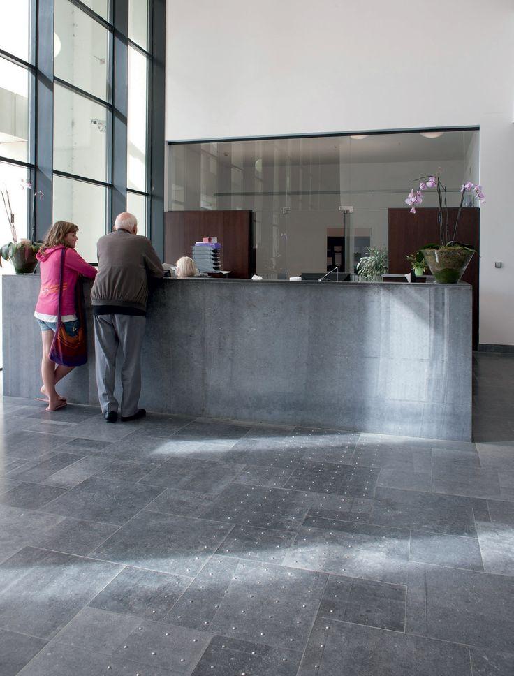 pierre bleue belge finition sci e rev tements de sol. Black Bedroom Furniture Sets. Home Design Ideas
