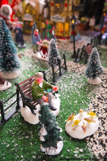Lemax Christmas village For more Lemax christmas village pictures, follow us on audreychristmascarol.blogspot.fr #lemax #christmasvillage