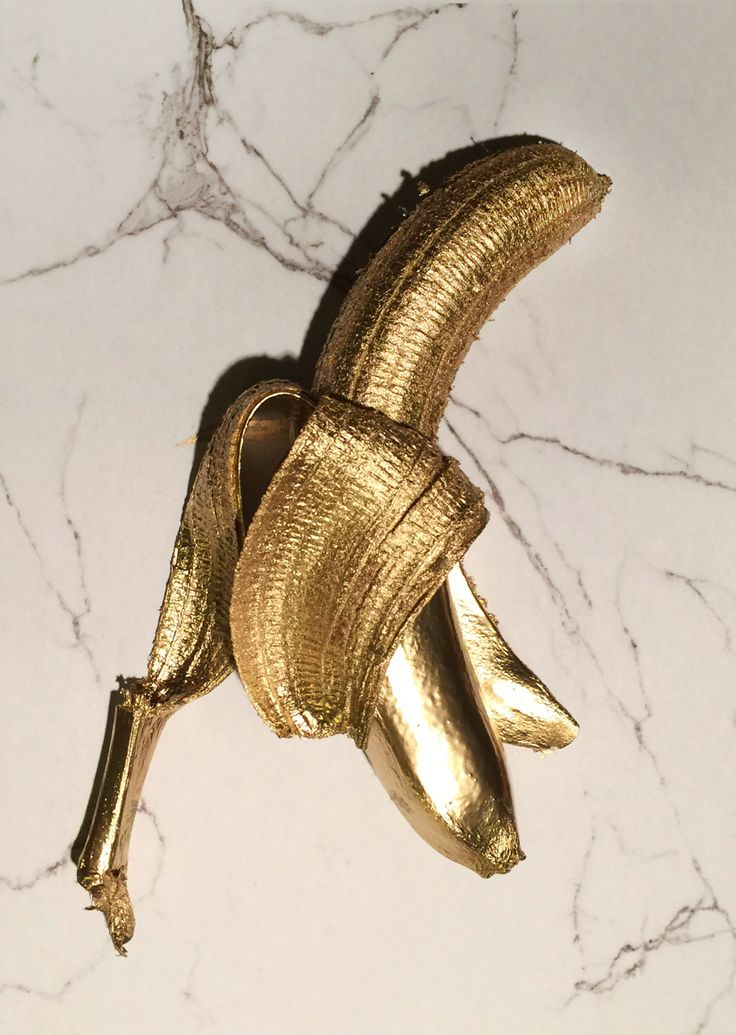 Who dafuq paints a banana gold and says its tumblr?!?! Wtf