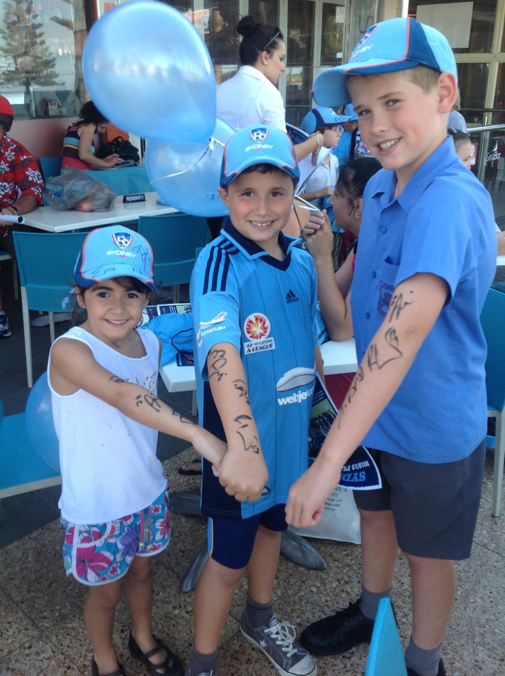 Sydney FC hang out with their fans at Dee Why's Chill bar!    www.schibellocaffe.com