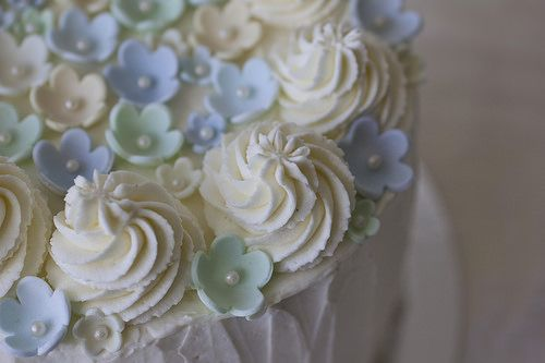 Cake with lemon curd and whipped cream frosting by EvasSvammel, via Flickr