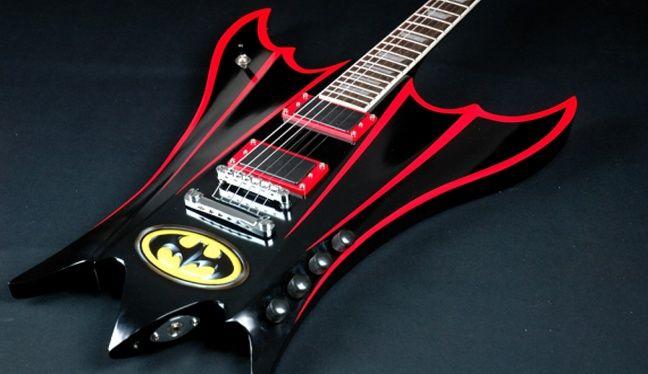 Dave Gartland tarafından hazırlanan gitar, üzerindeki Batman logosu ve sıra dışı tasarımı ile dikkat çekiyor. http://turkgitar.net/index.php/haberler/item/1118-batman-gitar-calsa-bu-gitari-kullanirdi