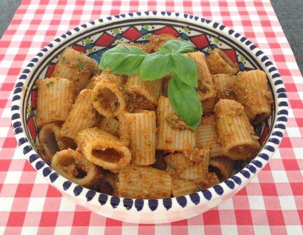 Pasta pesto zongedroogde tomaten | Het lekkerste recept vind je op AllesOverItaliaansEten