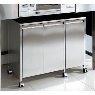 シンク下やカウンター下の空きスペースを有効活用できる3分別ゴミ箱。キャスター付きでお掃除もらくらく。水はねや汚れのお手入れもしやすいステンレス製です。ごみ箱ペールはフタ付きでイヤな臭いも軽減します。