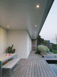 exterior example of kwila coloured decking/seating contrasting against light neutral plaster ...