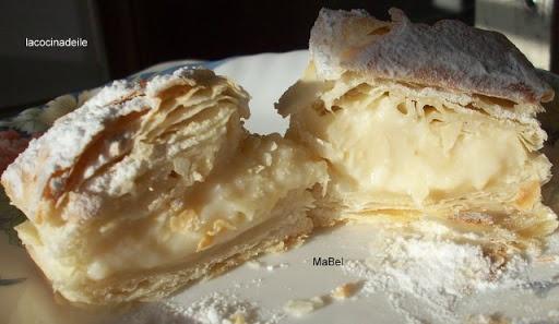 Spanish puff pastry cream - Hojaldres de crema, Miguelitos de la Roda  http://decoraciondemabel.blogspot.com.es/2013/02/miguelitos-de-la-roda-hojaldre-con-crema.html