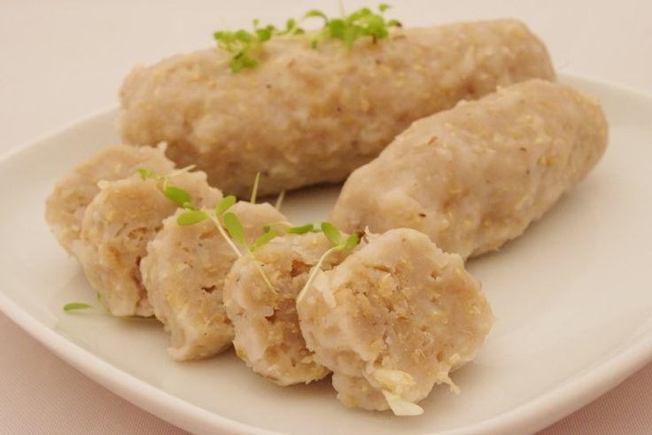 Rýžovo jáhlový knedlík se dá po vychladnutí porcovat podobně jako klasický houskový