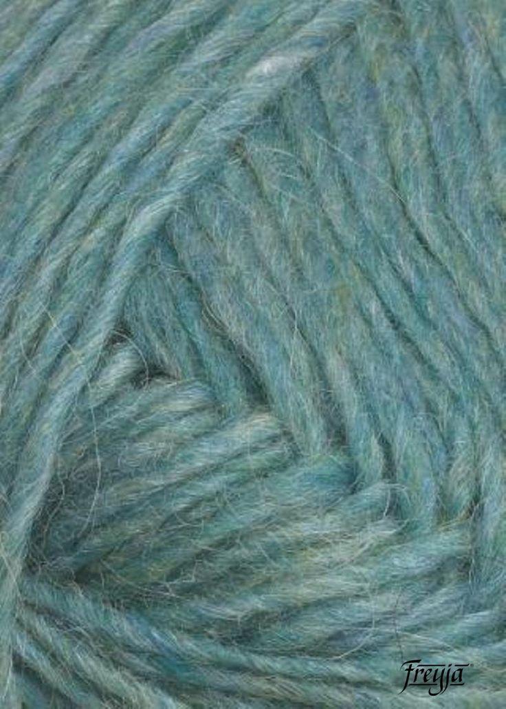 Универсальная шерстяная исландская пряжа Lett Lopi (Лопи) для ручного вязания изделий повседневного ношения и не только: жилеты, свитера, шапки, шарфы, варежки. Натуральная экологическая шерсть Лопи • 1шт = 50 гр. 100 м.   Теплая, очень легкая, долговечная 100% натуральная 100% генетически чистая Содержит естественный ланолин Защита от промокания и загрязнения Положительные для здоровья свойства Естественные цвета, безопасный краситель без отбеливания