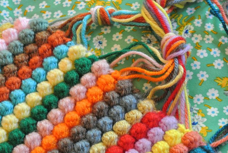 "Bobble Blanket: free pattern...If pattern is not clear: Go to the end of the tutorial where it says ""Crochet with me: Bobble Blanket"", and click on #5 Yogalife24, for a more detailed pattern."