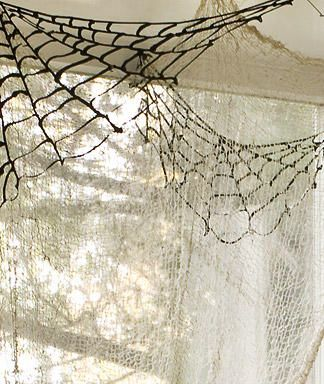 DIY Spiderwebs To Decorate Your Ceilings Corners For Halloween | Shelterness