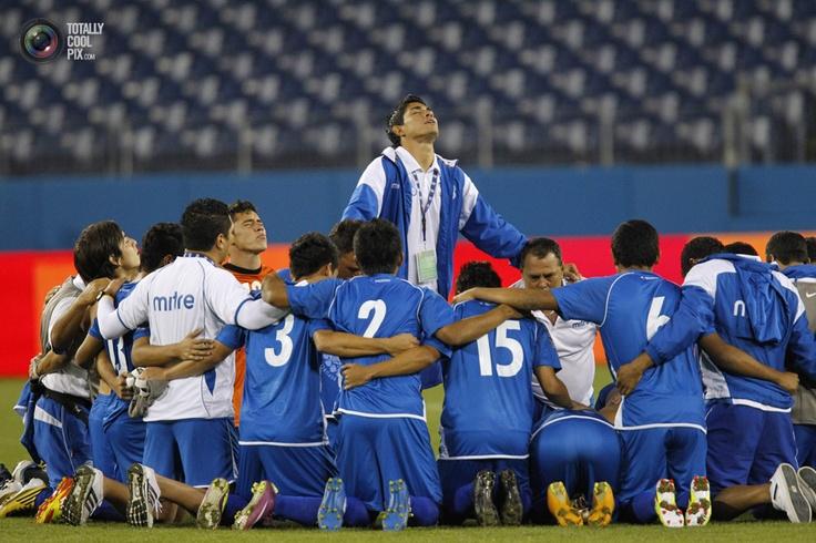 El Salvador team members praying! Good luck on today's game against Mexico! Arriva El Salvador!