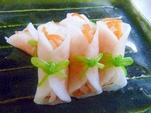 「ひとくちサイズの紅白なます」常備菜の紅白なますをお正月は奉書巻きにして、ちょっとオシャレにします。【楽天レシピ】