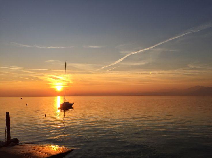 Colori che tolgono il fiato  #lagodigarda #magia #colore #natura #tramonto #emozione