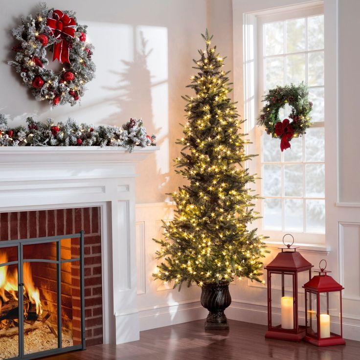 Christmas Decorations For Small Spaces: Best 25+ Corner Christmas Tree Ideas On Pinterest