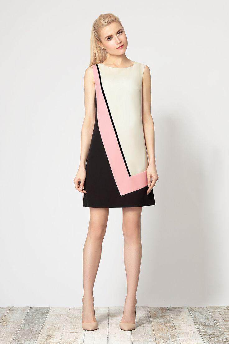 Стильное трехцветное платье, выполненное из высококачественной итальянской ткани.