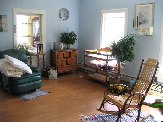 Inside look at amish school house inside amish homes - How do you say living room in spanish ...