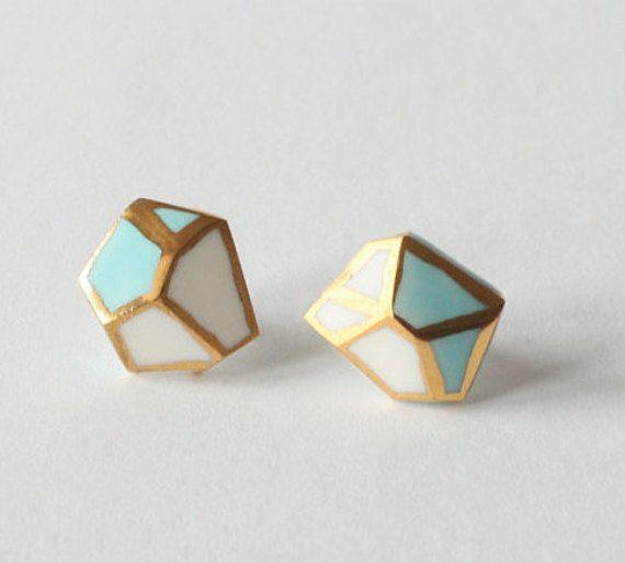 Hey, diesen tollen Etsy-Artikel fand ich bei https://www.etsy.com/de/listing/490477551/diamond-shaped-light-blue-turquoise