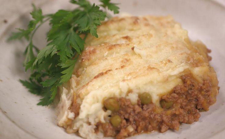 Que tal uma torta madalena? A Rita Lobo ensina a preparar essa receita deliciosa - e ainda tem molho inglês caseiro, viu?