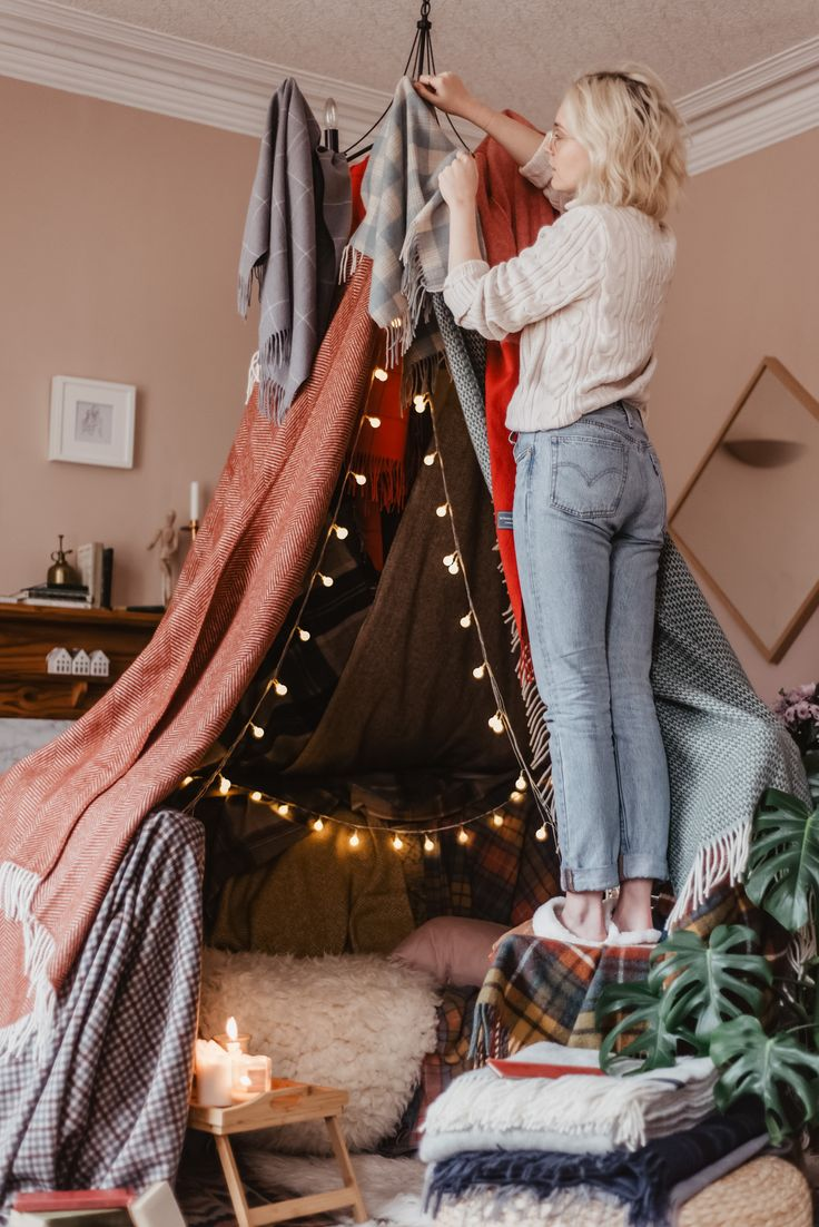 Christmas Holiday Blanket Fort in 2020 Blanket fort