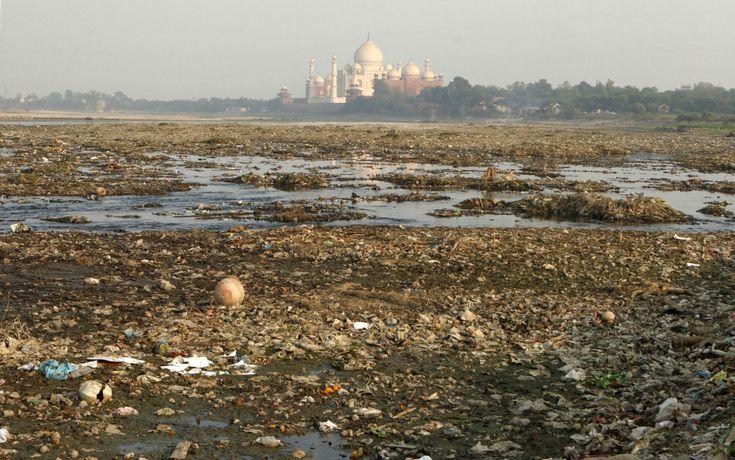 trash around taj mahal...sad