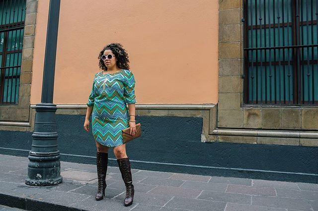 #tbt 🔙 Me declaro fan de los años #60 ✨ The Beatles, las minis, las botas largas y el makeup dramático me parecen increíbles 😍 Hoy les comparto uno de mis primeros looks (y de los favoritos) inspirado en esa maravillosa época ❤ #yocurvilinea #arhemolina #blogcurvy #personalstyleblogger #curvybloggersmx #modaengrande ⭐ • • • • • • • • • • ⏳ #throwbackthursday  #tbts #throwback #tb #instatbt #instatb #reminisce #reminiscing #backintheday #instalike #best #back #memories #instamemory…